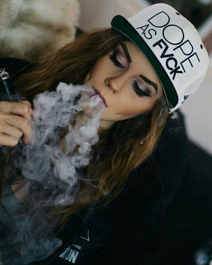 @__Justpeachyy,  Hannah.  Vape, Smokes, Vapetrick, VapeModel, Photoshoot.